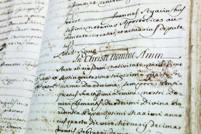 Biblioteca Oliveriana, archivio storico comunale, antico manoscritto.