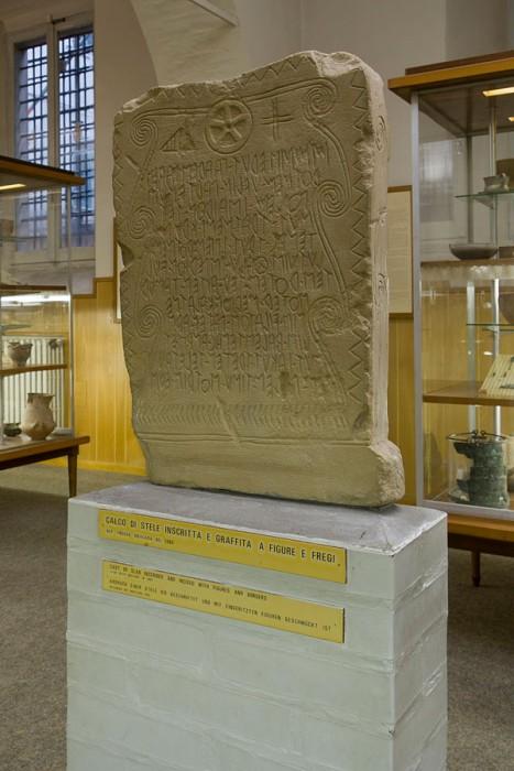 Calco di stele inscritta e graffita a figure e fregi da Novilara (faccia A), fine VI – inizi V secolo a.C.