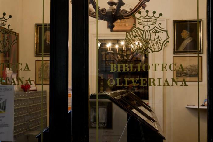 Biblioteca Oliveriana Pesaro, ingresso.